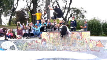 Compartir (Español) Video campamento de surf semana del 7 al 14 de Agosto 2016 Moana Surf en facebook